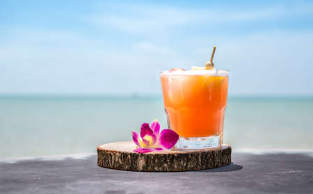 Mai Tai drink on beach bar. Close up of alcoholic drink. Standard-Bild