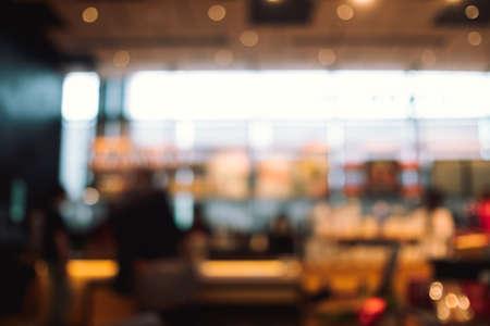 Abstrakte verschwommene Menschen im Food Center hautnah.