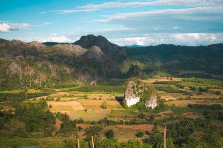 Paesaggio. Bellissima alba a Phu Lang Ka, Phayao in Thailandia. Archivio Fotografico