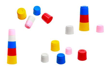 fondo para bebe: juguete educativo para los bebés coloridos moldes de diferentes tamaños que unen entre sí recogida en el fondo blanco Foto de archivo