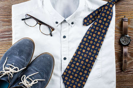 Mans classic clothes outfit flat lay with formal shirt, tie, shoes and accessories. Stockfoto