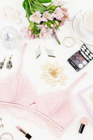 Feminine flat lay with women fashion accessories, jewelry, cosmetics, coffee and flowers. Imagens