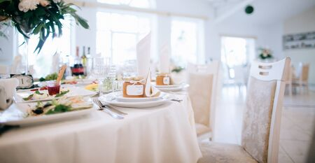 elegant table setting and gifts for guests, wedding diy