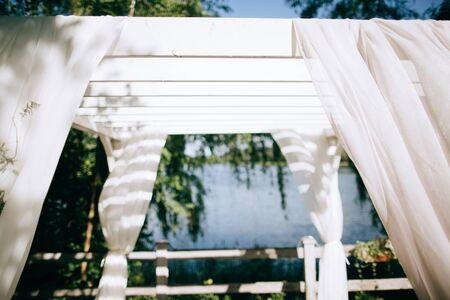 Wedding ceremony arch on the shore of the lake Zdjęcie Seryjne