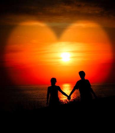 siluetas de enamorados: Amantes de la puesta de sol