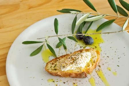 Vorspeise mit Brot Olivenöl und Käse