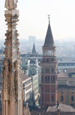 pin�culo: Pinnacle and belltower of Milan