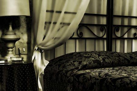 Bett in einem Zimmer albergue Standard-Bild