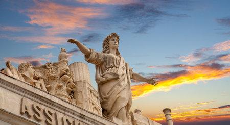trieste: Statue on the sky, Trieste