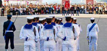 Matrosen in Uniform, Ehrenwache Editorial