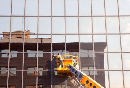 Hommes bâtiment de nettoyage Éditoriale