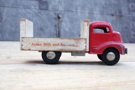 juguetes de madera: Vintage cami�n de juguete