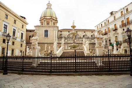 fontana: Fontana delle Vergogne in Piazza Pretoria in Palermo, Italy