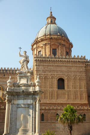 santa rosalia: Statue of Santa Rosalia next to the cathedral, Palermo - Italy
