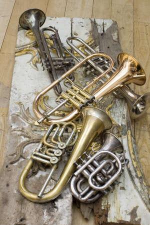 muebles antiguos: Trompetas de piezas de muebles antiguos Foto de archivo