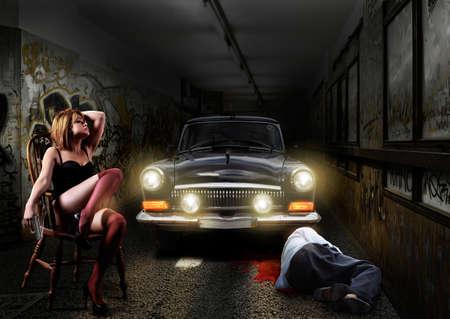 mujer con pistola: La escena del crimen, la mujer sexy hombre muerto en un t�nel subterr�neo