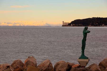 trieste: La mula di Trieste, bronze sculpture in Barcola, Trieste