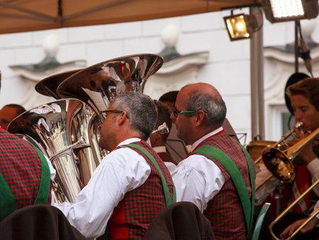 pentagramma musicale: BOLZANO, ITALIA - 15 settembre: Veduta di orchestra in concerto il 15 settembre 2013