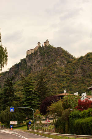 benedictine: Vista de Sben Abbey, benedictino convento de monjas en Trentino Alto Adige, Italia Foto de archivo