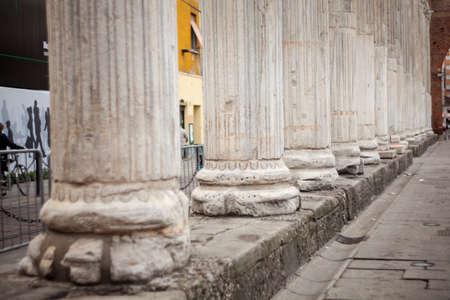 columnas romanas: Cerca de las columnas romanas de San Lorenzo en Mil�n