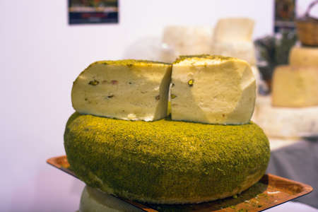 grind: Sicilian cheese dressed with pistachio nuts grind