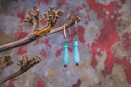 pietre preziose: Primo piano di pietre preziose orecchini, prodotto da Ornella Salamone Archivio Fotografico