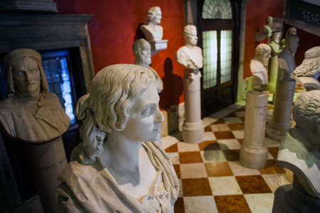 expose: Half length view of Italian artists Venice