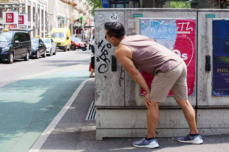VIENNA, AUSTRIA - MAY, 22: A man play hide-and-seek in the Vienna street on May 22, 2018 Редакционное