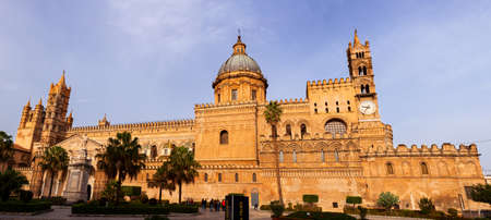 PALERMO, ITALY - DECEMBER, 19: Cathedral church of Palermo dedicated to the Assumption of the Virgin Mary. As an architectural complex, it is characterized by the presence of different styles on December 19, 2019 新聞圖片
