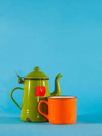 Set of vintage teacup and orange cup on blue background. Copy space on top Standard-Bild - 157162463