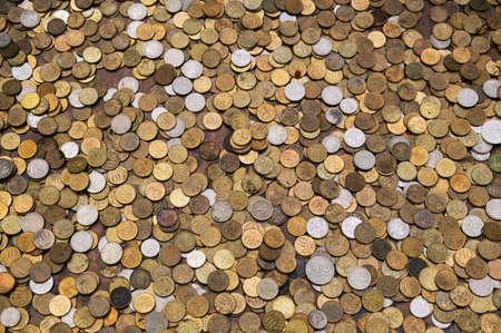 Textur der russischen Münzen, beträchtliche Menge an Münzen, russischer Geldrubel.