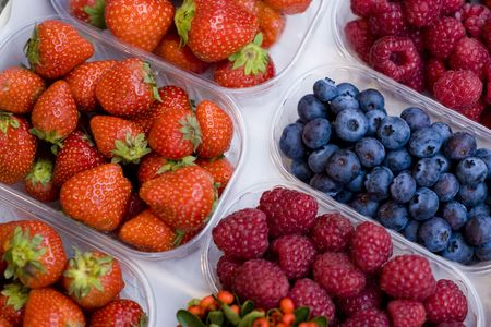 the merchant of venice: Detail of some fresh berries at an open air market in Italy.
