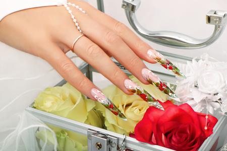 uñas largas: Diseño de uñas boda Foto de archivo