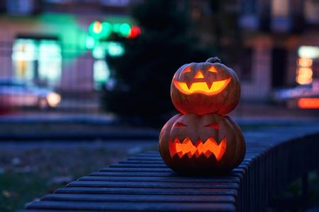 Halloween-magische pompoenen bij nacht Stockfoto