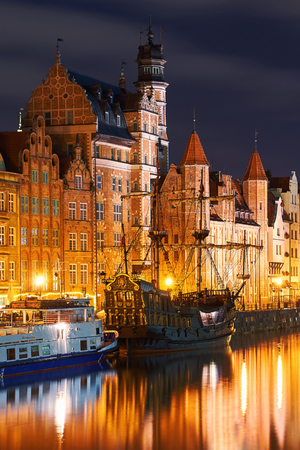 Night view of Gdansk harbor and Motlawa river, located in the Old Town of Gdansk city, Poland Stok Fotoğraf