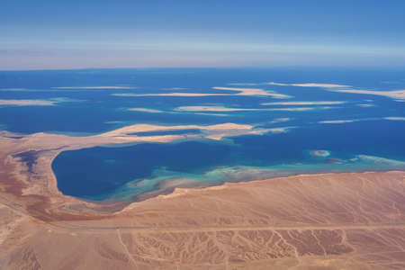 Red sea coast in the southern part of the Gulf of Suez north of Hurghada in Egypt 免版税图像