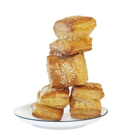 triglycerides: Fotograf�a de la plaza puff pastry croissant Zu-Zu en plato de porcelana blanca Imagen es aislado sobre fondo blanco, y apoyado con trazado de recorte