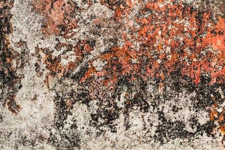 decomposed: ,, Placa muy viejo, obsoleto, mal corro�do metal oxidado, cubierto de grietas, capas descompuestos de pintura, alquitr�n y el �xido Foto de archivo