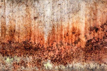decomposed: Viejo, obsoleto r�o, muy corro�dos balsa choza flotador superficie met�lica, cubierta de capas agrietadas descompuestos de pintura y �xido.