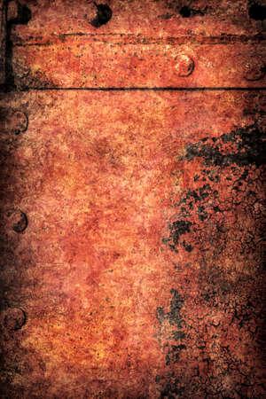 decomposed: Viejo, desechado, muy corro�dos choza balsa r�o remachado superficie met�lica flotante, cubierta con capas agrietadas descompuestos de alquitr�n, pintura y vi�eta textura del moho. Foto de archivo