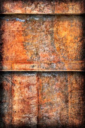 decomposed: Viejo, desechado, la superficie de metal de fondo barco por el r�o con mucha corrosi�n, reforzado con costillas met�licas, cubiertas con capas agrietadas descompuestos de pintura y �xido, vi�eta textura.