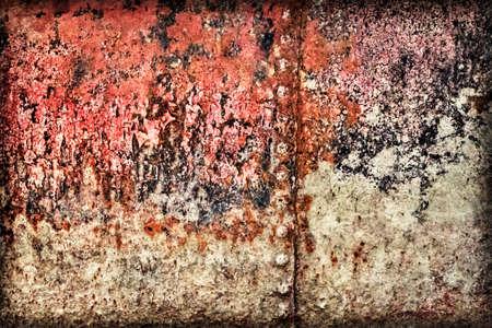 decomposed: Viejo, desechado, muy corro�dos balsa r�o caba�a flotante remachado superficie met�lica, cubierta de capas agrietadas descompuestos de alquitr�n, pintura y �xido, vi�eta textura.