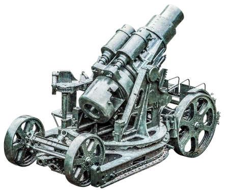 WWI schwere Belagerung Haubitze Koda 305 mm, Modell 1911, Rückansicht, isoliert auf weißem Hintergrund und mit präzisem Beschneidungspfad ausgestattet.