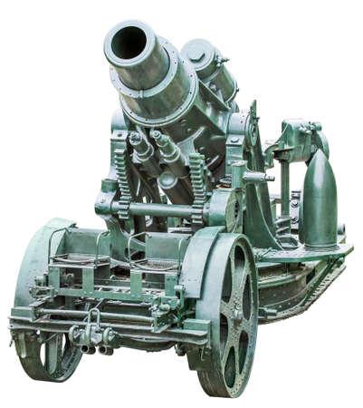 WWI schwere Belagerung Haubitze Koda 305 mm, Modell 1911, Vorderansicht, isoliert auf weißem Hintergrund und mit präzisem Beschneidungspfad ausgestattet. Standard-Bild