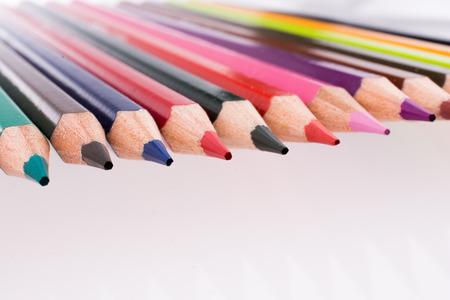 grafit: Koloru ołówki różnorodny kolor na białym tle