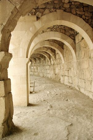 arcos de piedra: Arcos de piedra, una tras otra en el teatro Aspendos antigua Foto de archivo