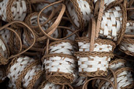 trabajo manual: Empty wicker baskets are for sale in a market place