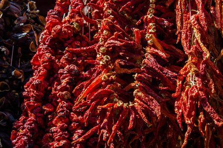 Paquetes de pimientos rojos secos al sol Foto de archivo