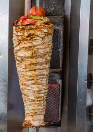 Traditionele Turkse Doner Kebab op paal