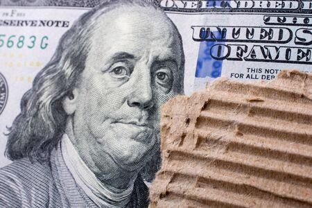 100 달러짜리 지폐에 벤자민 프랭클린 얼굴을 가까이